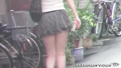 The pussy of pissing girl was caught on camera